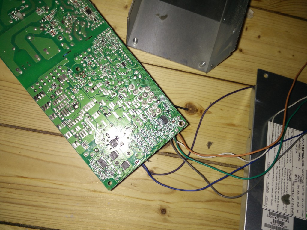 Supermicro Server-Netzteil Platine von unten