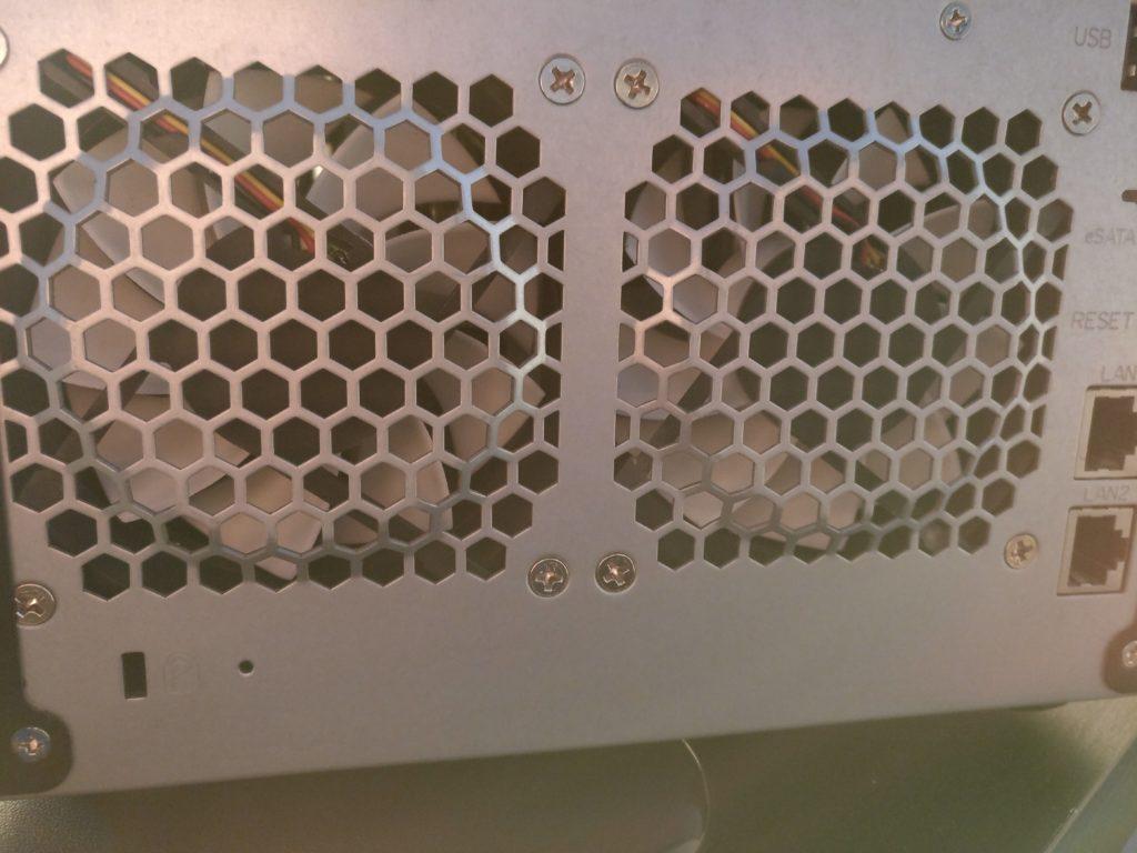 DS509+ Lüfter im Gehäuse von hinten